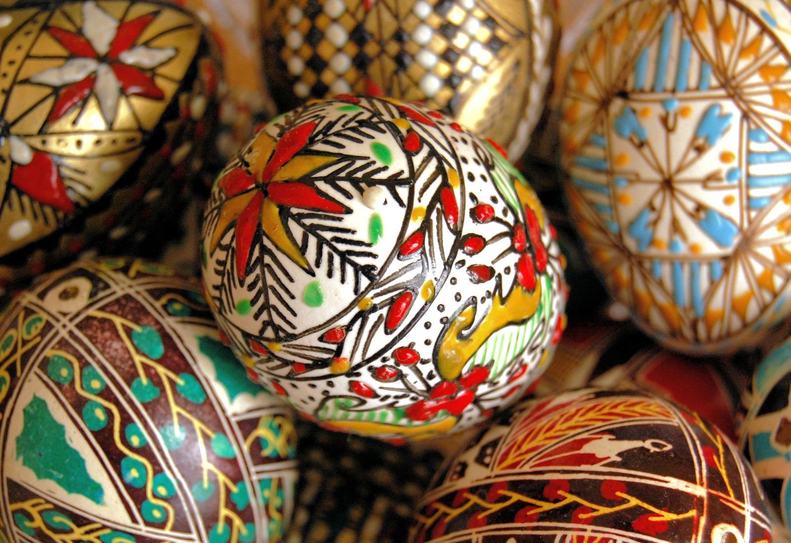 De la vlădică la opincă, Paștele la Iași - Ouă încondeiate de Paște